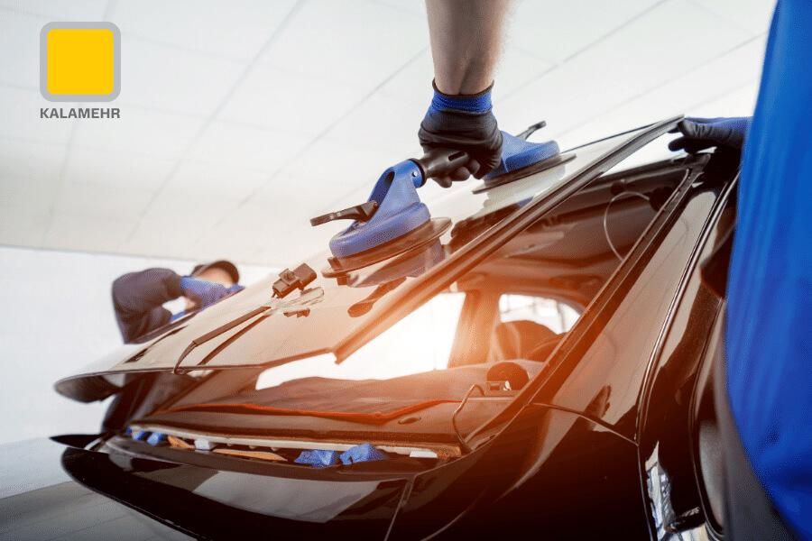 برای تعویض شیشه جلو اتومبیل باید زمان کافی برای ترمیم (خشک شدن و جامد شدن) به اورتان داده شود.